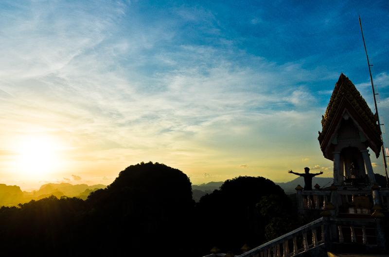 Cueva-Templo-Tigre-Krabi-Tailandia-Atardecer