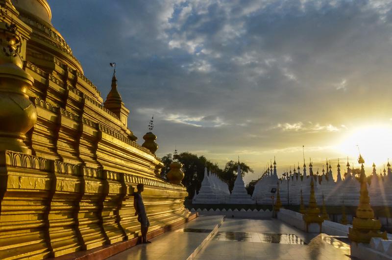 Mandalay-Myanmar-Templo-Atardecer