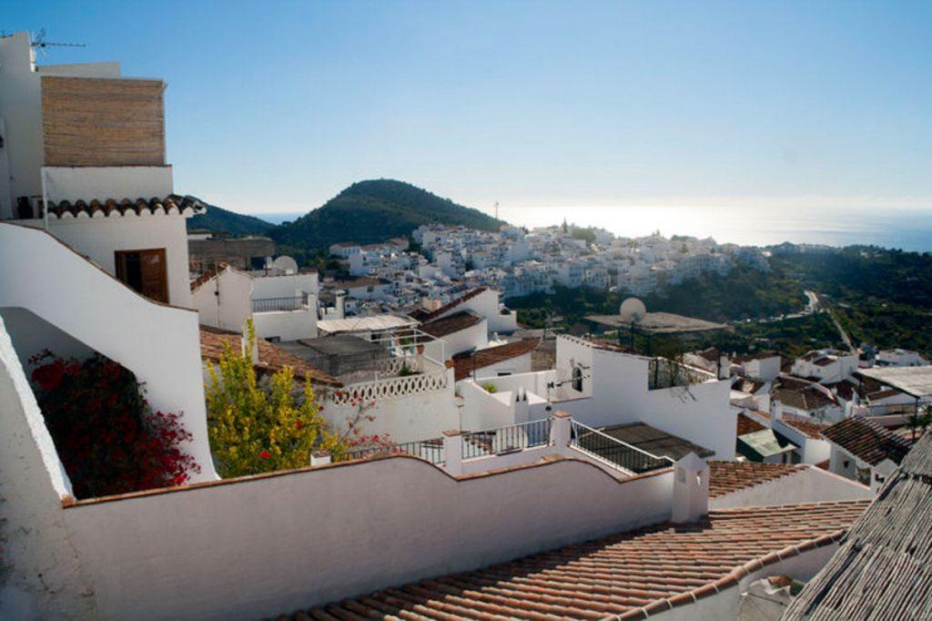 Vista del mar desde Frigiliana. Pueblos con encanto en Málaga. El viaje me hizo a mí. Blog de viajes