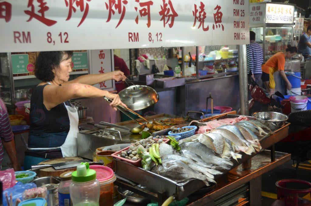 Puesto de comida callejera en Penang Malasia